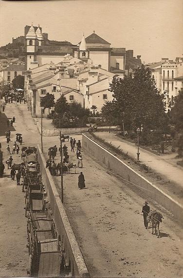 Rua Sequeira Sameiro com carroças